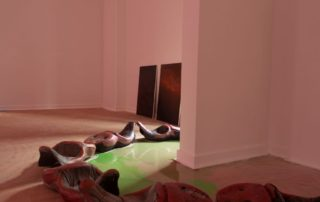 'The Pit', Sulfur Suel (doen opzwellen) and 'Aerosol Air', (installation)